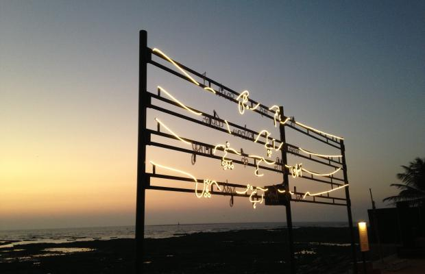 Shilpa Gupta_I live under your sky too_animated light installation_2013