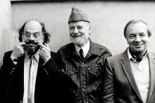 Allen Ginsberg, Lawrence Ferlinghetti, Andrej Voznesenskij, 1982, © Maria Mulas - Irma Bianchi Comunicazione