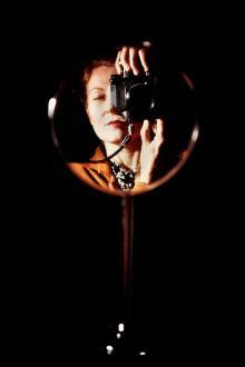 Autoritratto allo specchio, 1981, © Maria Mulas - Irma Bianchi Comunicazione