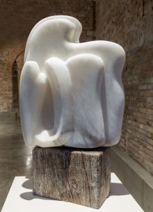 Abbraccio, 2016, Marialuisa Tadei - Irma Bianchi Comunicazione