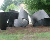 Salvatore Cuschera, Infinita dimensione, 2011, 2 elementi, ferro forgiato, saldato e patinato, cm 260x350x440 cad.