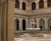 Cortile interno della Certosa di San Lorenzo